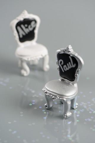 2 marque places chaises argent en polyr sine de dimensions 3 5 x 7 x 3 cm prix d mentiel. Black Bedroom Furniture Sets. Home Design Ideas