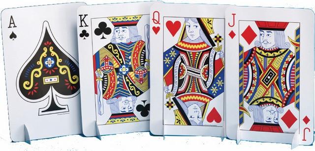 Centre de table suite jeu de cartes
