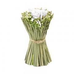 Compo roses blanches + fleurs séchées dans gerbe