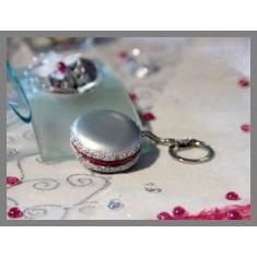 Porte clés macaron argent fuchsia