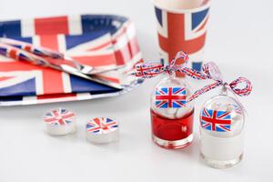 Pour une fête sur le thème de Londres, un contenant en forme de boule avec le drapeau anglais