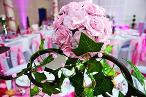 table mariage rose et blanc